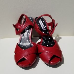 AMERICAN EAGLE RED PEEP TOE HEELS 7